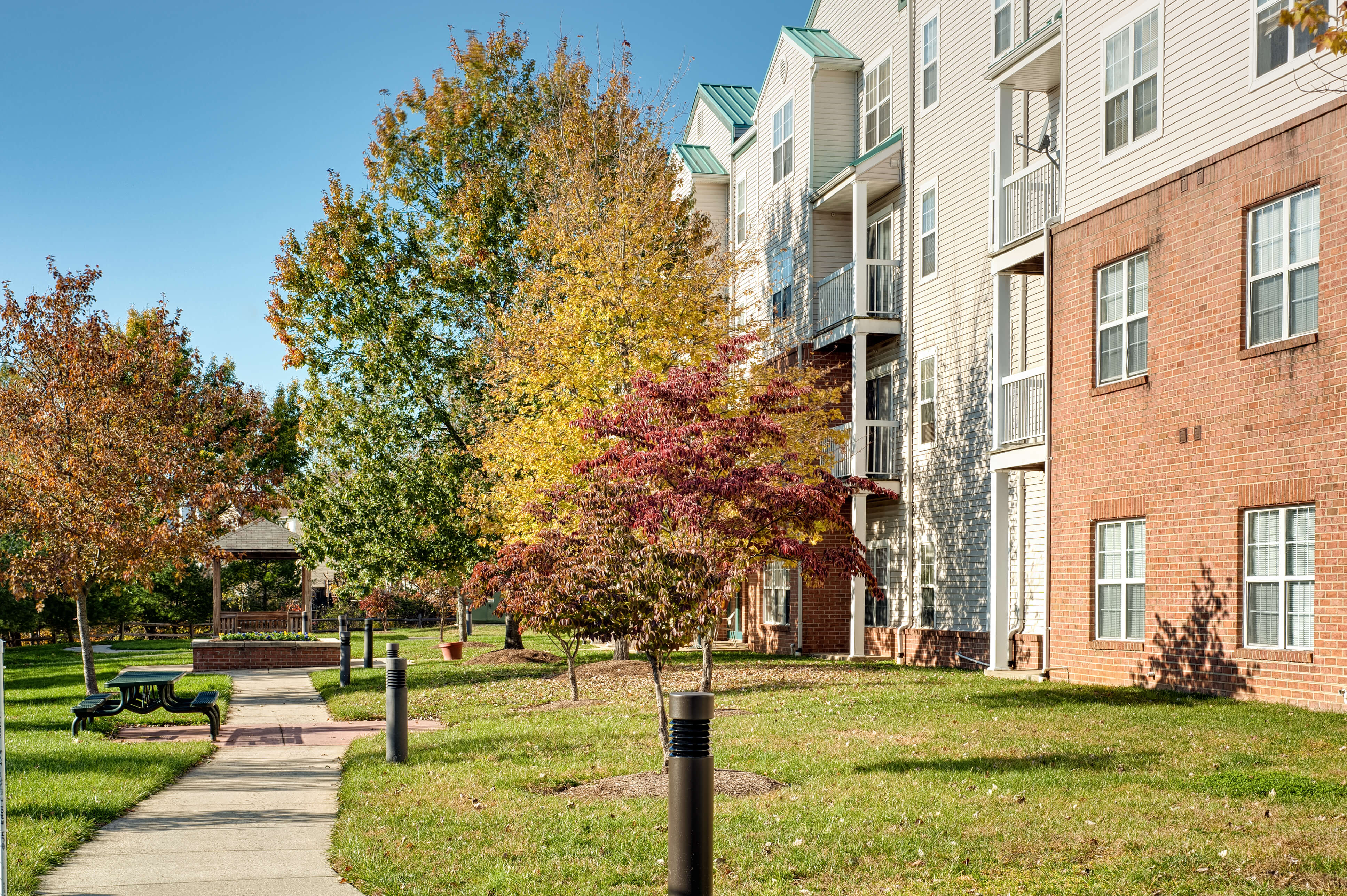 Senior Apartments In Laurel | Laurel Lakes Apartments